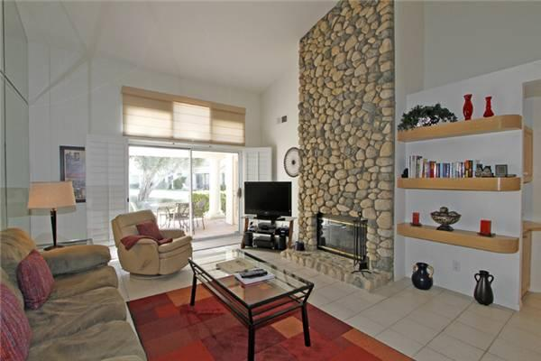 Charmer at Desert Falls CC-Just Steps from the Pool (D1928) - Image 1 - Palm Desert - rentals