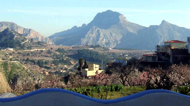 Beautiful village house with panoramic views of the mountains - Image 1 - Tarbena - rentals