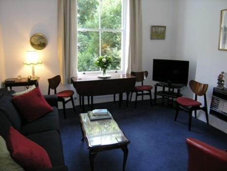 London Eardley Crescent - 1 bedroom sleeps 4 - Image 1 - London - rentals