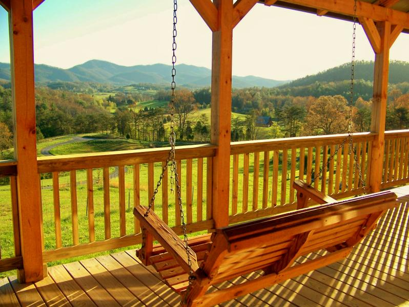 Front porch swing at the Country Manor Inn. - Country Manor Acres - Inn, Cabin and Weddings - Townsend - rentals