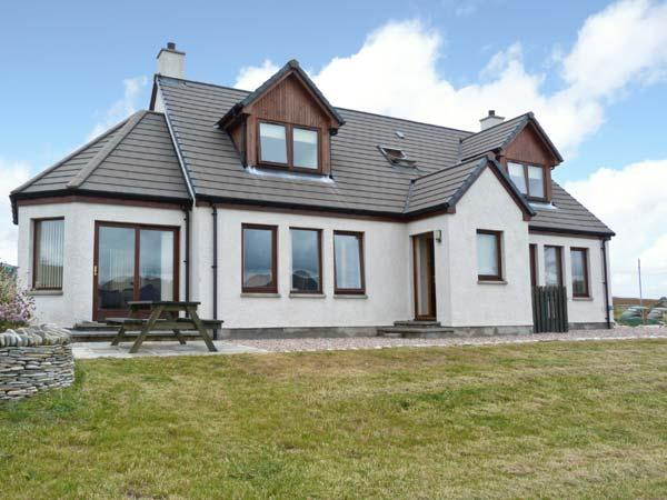 BEN LOYAL VIEW, detached, 3 en-suite bedrooms, pet-friendly, WiFi, near Tongue, Ref 22502 - Image 1 - Tongue - rentals