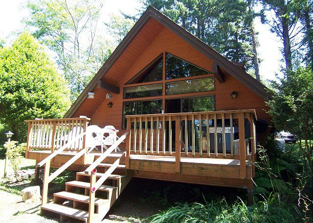 DRIFTWOOD LANE COTTAGE - Driftwood~ Cozy Cabin w/ Ocean Views, Sea Lions, Giant Yard & Picnic Table - Trinidad - rentals