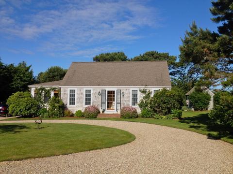 4 Bedroom 2 Bathroom Vacation Rental in Nantucket that sleeps 8 -(9943) - Image 1 - Nantucket - rentals