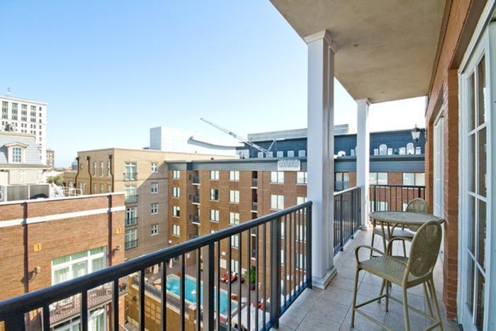 1025: River Homes Balcony Penthouse - Image 1 - Savannah - rentals