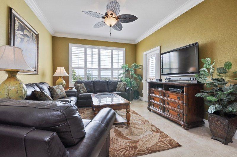 Luxury Island Style | Luxurious Top Floor Oversized Condo, Located in Bldg 1 with Recent Upgrades - Image 1 - Orlando - rentals