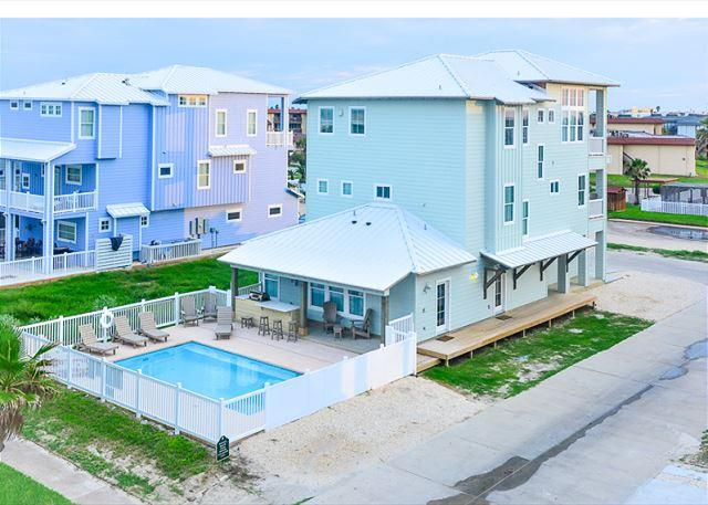 Welcome to Bella Vista!!! - Bella Vista, BEACHFRONT, 7 bdrms, Gulf Views, Games, PRIVATE POOL, sleeps 16 - Port Aransas - rentals