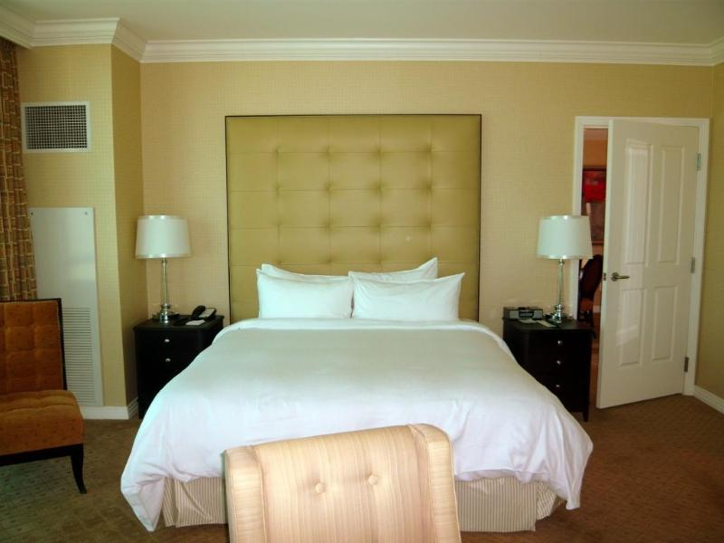Deluxe king sized bed - MGM Grand Signature LUXURY condo 1 bedroom, 2 bath - Las Vegas - rentals
