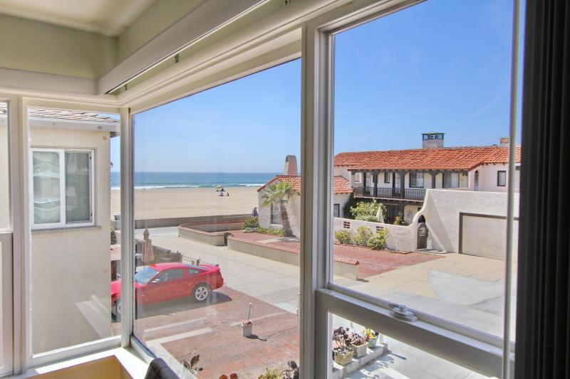Gorgeous ocean view from the living room - Strand Adjacent,Bright Oceanview Walkstreet Oasis! - Hermosa Beach - rentals