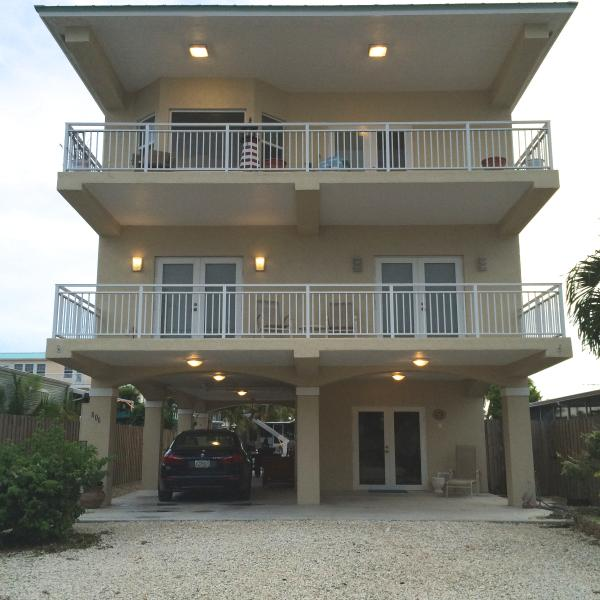 3 STORY WITH FRONT AND BACK WATERVIEWS ON PRIVATE TERRACES - MONTHLY RENTAL ! WATER FRONT,ELEVATOR, WIFI - Key Largo - rentals