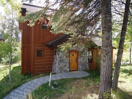 Sunny location at the end of Goldenbar - Goldenbar Cottage 123 - Ski-in/out From Main Lift, Sleeps 6, WIFI - Tamarack Resort - rentals