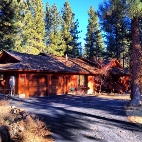 Luxury Mountain Retreat - Spacious 4 Bedroom, 2 Bath Private Home with Amenities (Hot Tub & Sauna) - Luxurious Reno/Lake Tahoe Home (Hot Tub & Sauna) - Reno - rentals