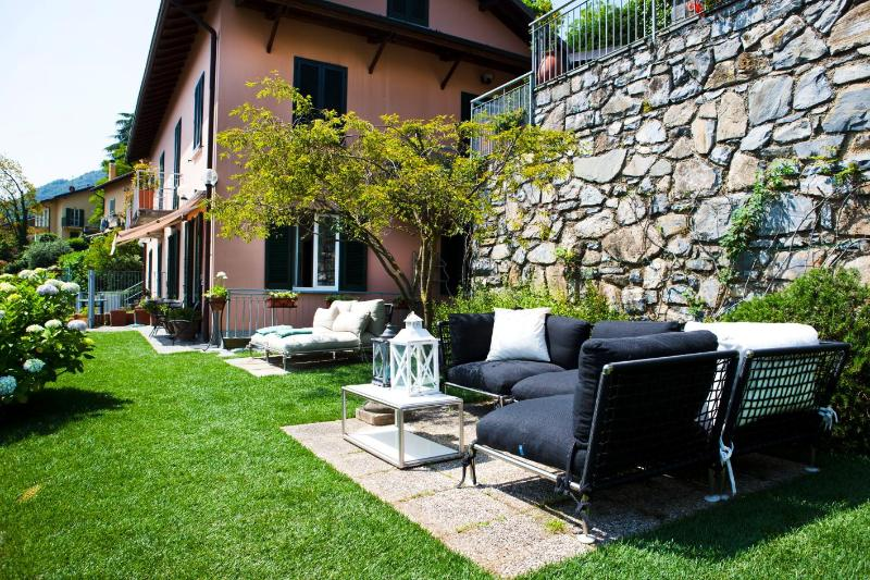 Relaxing area in the private garden - Apartment Belvedere spectacular lake view garden and location, sleeps 2-6 - Bellagio - rentals