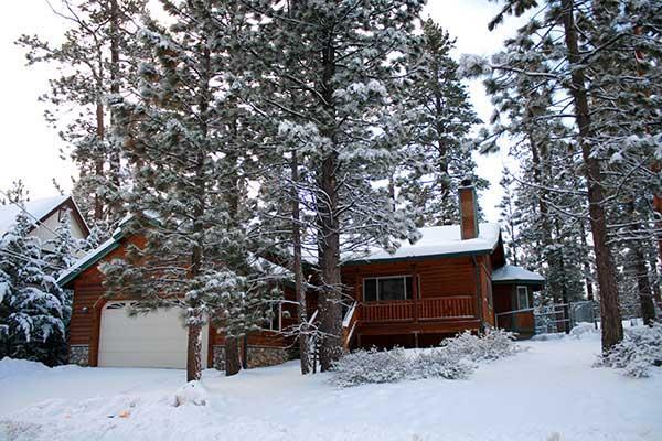 Pine Retreat in Winter - Near Lake - Family Cabin 3 bd / 2 ba & SPA - Big Bear Lake - rentals