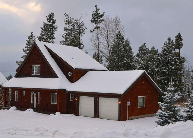 Welcome to Roslyn Pines. Book 3 Nights Receive 4th Night Free in Jan & Feb - 3-for-4 Jan Special, Custom Cabin Near Suncadia, Chefs Kitchen, Hot Tub, Slp9 - Ronald - rentals