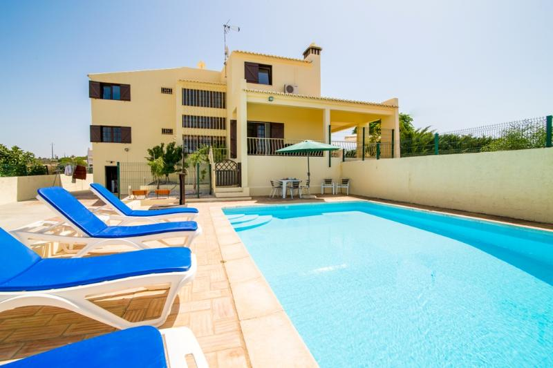 Villa for big families with WIFI and Air con. - Image 1 - Albufeira - rentals