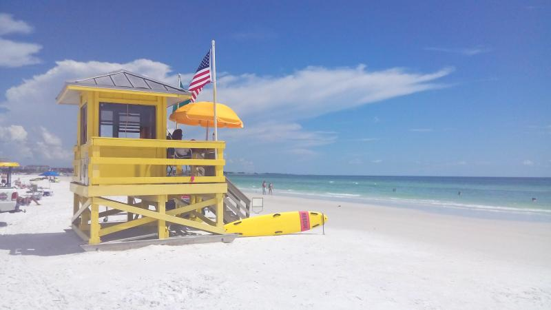 Siesta Key just 3 miles away - Crewvillas at Village Des Pins near Siesta key - Sarasota - rentals