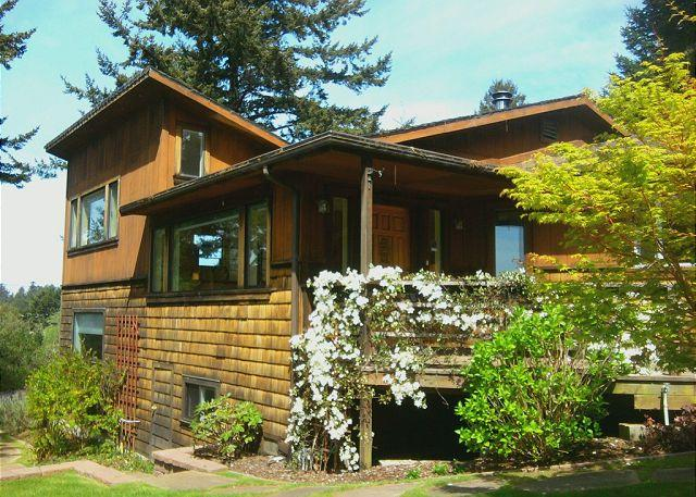 SCENIC COVE - HOME NEAR THE REDWOODS - Scenic Cove~ Winter Special (excludes holidays) Launch To The Redwoods! - Trinidad - rentals