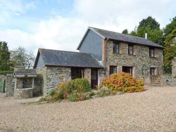 LOWER WELL BARN, detached barn conversion, four-poster bed, woodburner, parking, garden, in Liskeard, Ref 914268 - Image 1 - Liskeard - rentals