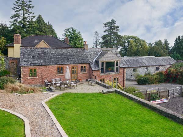 THE GARDENER'S COTTAGE, en-suite, flexible sleeping, beautiful views, pet-friendly cottage near Oswestry, Ref. 912050 - Image 1 - Pant - rentals