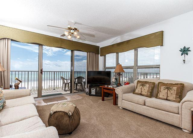 The Living Room has an amazing corner view! The palm trees outsi - ETW2007:CORNER UNIT WITH WRAP-AROUND BALCONY & MASTER ON THE BEACH! - Fort Walton Beach - rentals