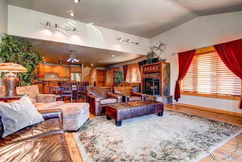 Main Ridge Townhomes D by Ski Country Resorts - Image 1 - Breckenridge - rentals