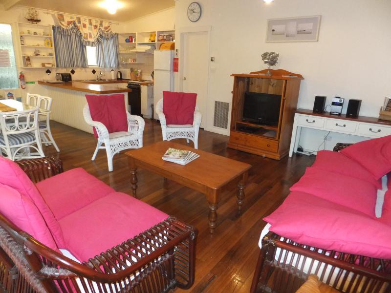 Beachwalk Family Room with Kitchen - Beachwalk Cottage - Sorrento - rentals
