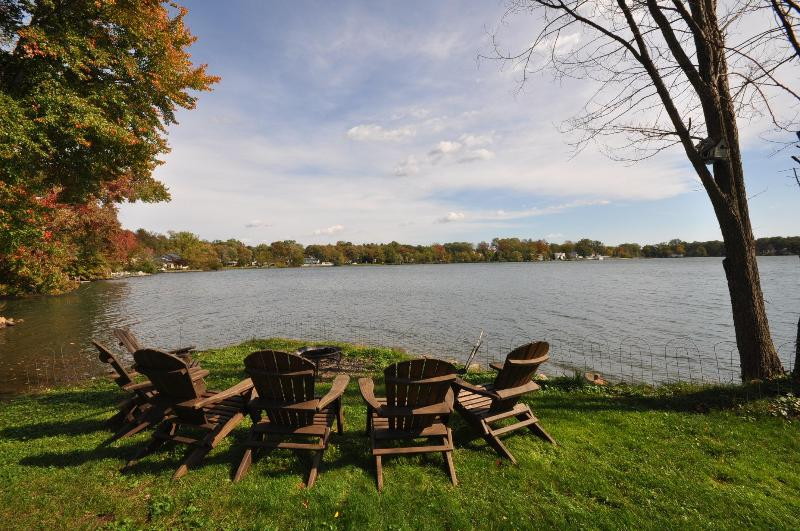 Fire pit and lounge chairs next to the lake - Amazing Lake House 30 miles from NYC - Parsippany - rentals
