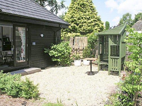 Courtyard garden and view toward the property - HORN8 - Wroxham - rentals