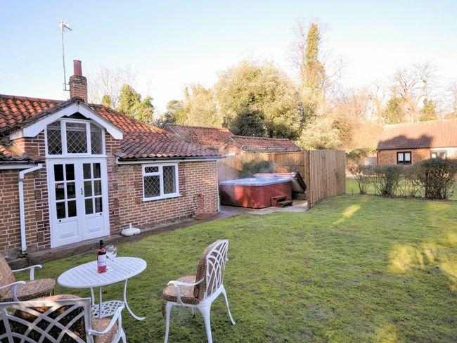 Garden with hot tub - MIHOU - Welsh Newton - rentals