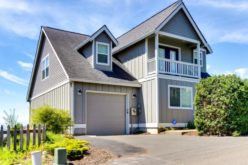 Beautiful, remodeled home with ocean views, game room & private hot tub! - Image 1 - Lincoln City - rentals
