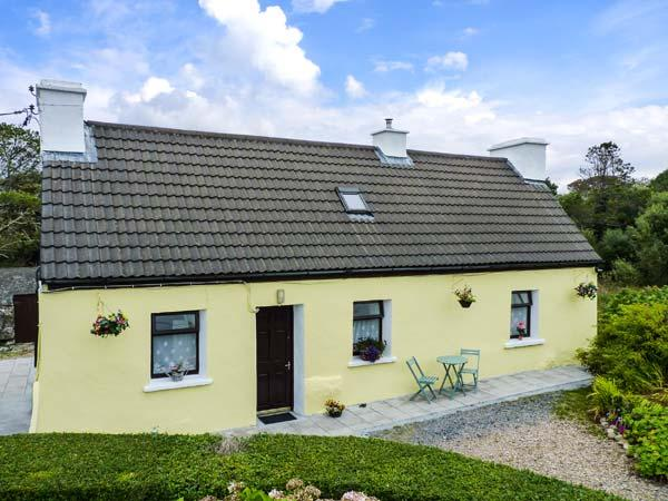 RIVER COTTAGE, character holiday cottage, with a garden in Rosmuc, County Galway, Ref 4628 - Image 1 - Rosmuc - rentals
