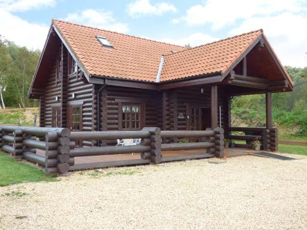 TAMAURA LODGE, pet-friendly cabin near fishing lake, enclosed garden, peaceful setting, Pentney Ref 916390 - Image 1 - Upper Marham - rentals