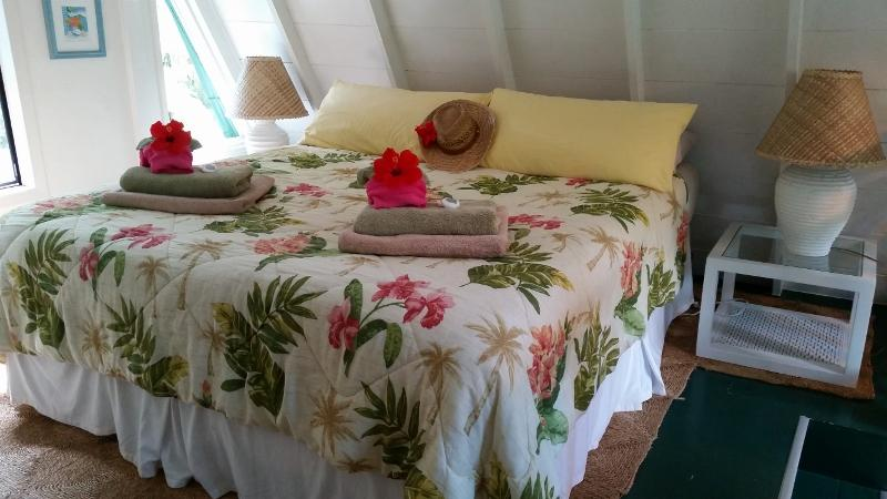 Snuggle up in old fashioned romance - romantic cabin on Maui's Northshore: Star Lookout - Haiku - rentals
