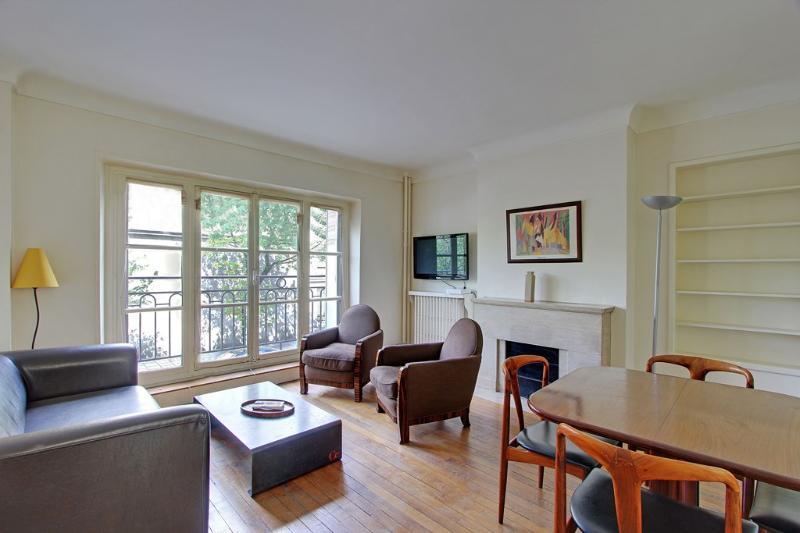 Two Bedrooms Marais Pont Marie near Ile St Louis - Image 1 - Paris - rentals