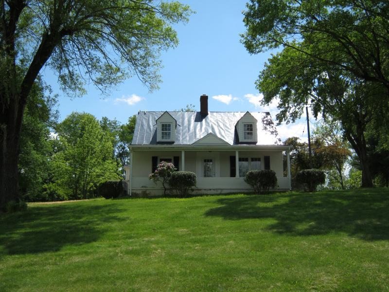 Beautiful Carol's Cottage - Carol's Cottage. 3 miles from Lexington! - Lexington - rentals