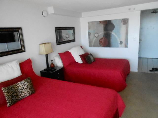 2 queen beds with bright comforters.  This is a studio. - Fantastic High Ocean View! Pool, Balcony IC 3219 - Honolulu - rentals