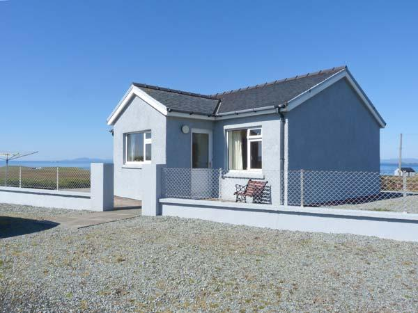 THE HOMER, single-storey, detached cottage, pet-friendly, sea views, near Uig, Ref 915040 - Image 1 - Uig - rentals
