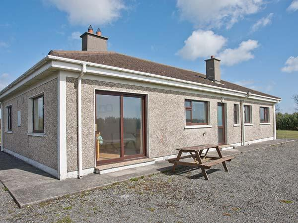 SEASPRAY, detached, single-storey, sea views, pet-friendly, near Bunmahon, Ref 915312 - Image 1 - Bunmahon - rentals