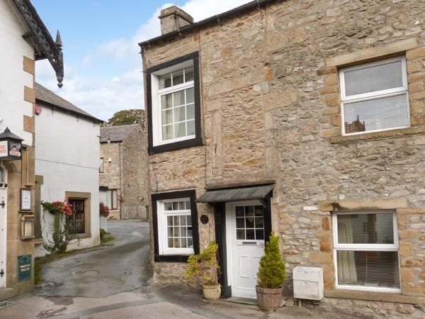 BLACK HORSE COTTAGE, WIFi, character cottage in Giggleswick, Ref. 916487 - Image 1 - Giggleswick - rentals