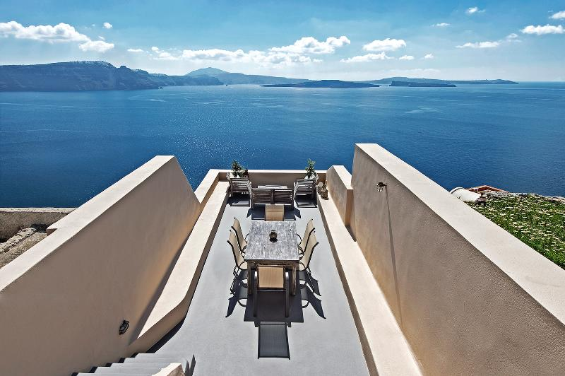 Top House - Perfect Hideaway Studio - the balcony! - A THREE HOUSE COMPLEX IN OIA FOR 10 PERSONS! - Oia - rentals