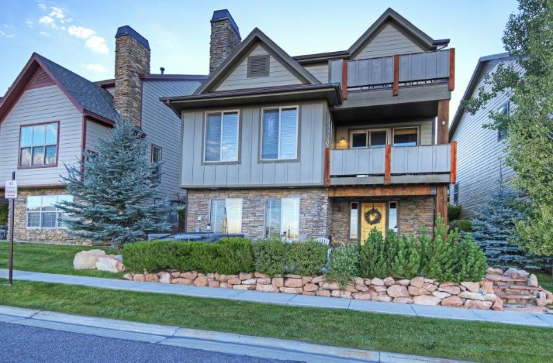 Townhouse w/ hot tub, shared pool, & access to Bear Hollow clubhouse! - Image 1 - Park City - rentals