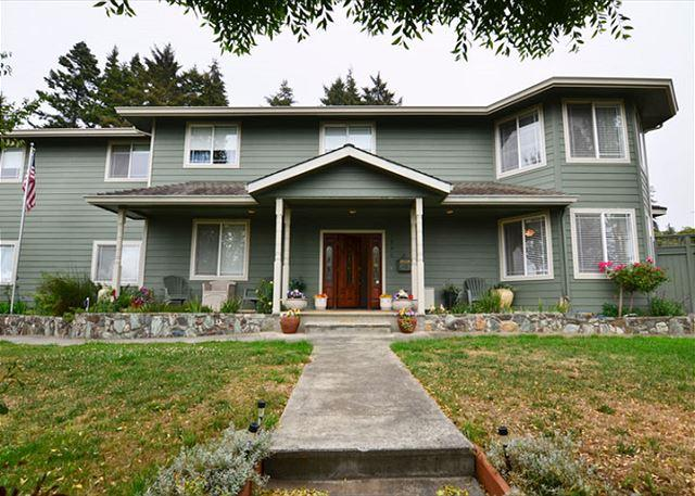 Front View of  Roomy Bella Vista! - New & Spacious 6 Bdrm Bella Vista on the Hill awaits you! - McKinleyville - rentals