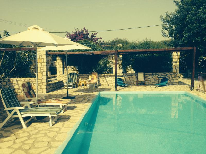 Pool with sunbeds - Villa Danae quiet area ideal for couples & familie - Rethymnon - rentals