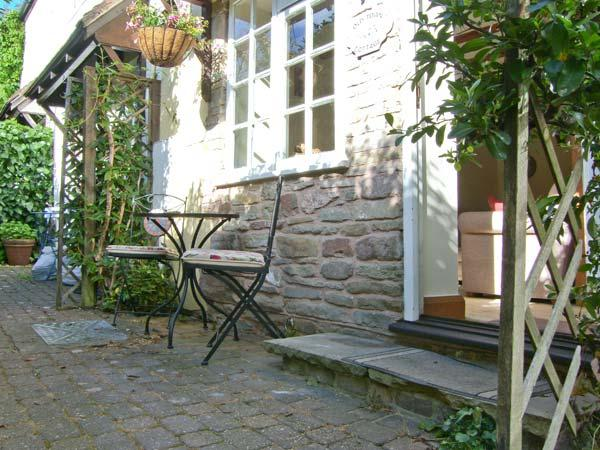 OLD TOWN COTTAGE, romantic retreat, set down a private lane, in Ludlow, Ref 915319 - Image 1 - Ludlow - rentals