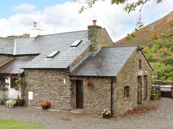 OAK TREE COTTAGE, delightful cottage, fantastic touring base, comfortable cottage in Tebay, Ref. 915760 - Image 1 - Tebay - rentals