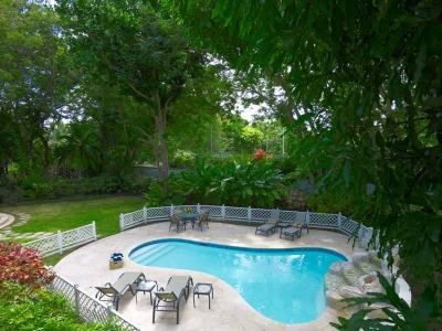Small Patio with Garden view and 2 chaise lounges - Green Monkey Villa - Spacious 2 Storey Luxe 5BR - Porters - rentals