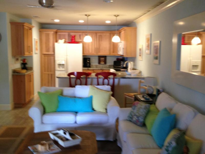 very comfortable Pottery Barn thru-out - DEAUVILLE  Downtown  June to Oct  Available - Palm Springs - rentals