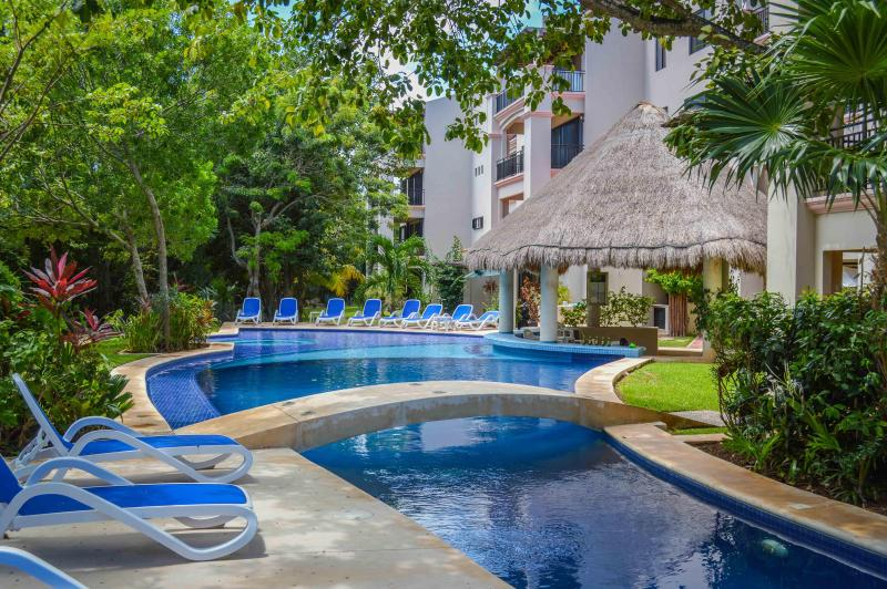 BRAND NEW LOUNGE CHAIRS. - 2 bedroom condo on the golf course, wifi, Concierge, - Puerto Aventuras - rentals