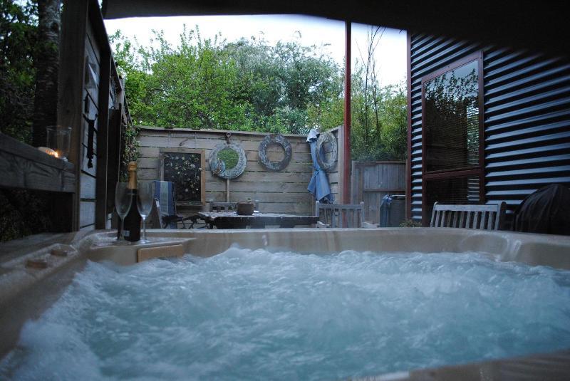 Texada's Hot Tub - Texada ;private covered hot tub - Daylesford - rentals