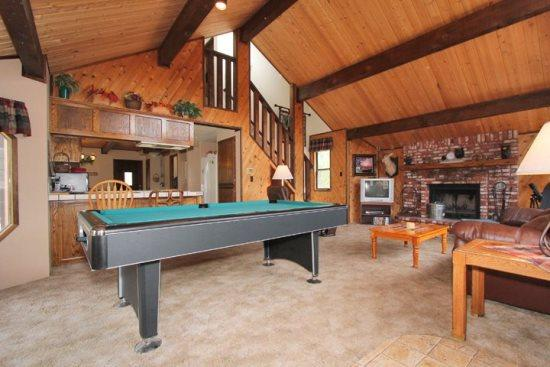 Pool Table in Living Area - Clyde`s Chalet: Bear Mountain Close with Pool Table, Spa and Basketball - Big Bear Lake - rentals